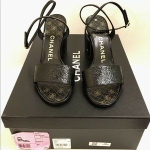 💯 Auth CHANEL pearl heels 37